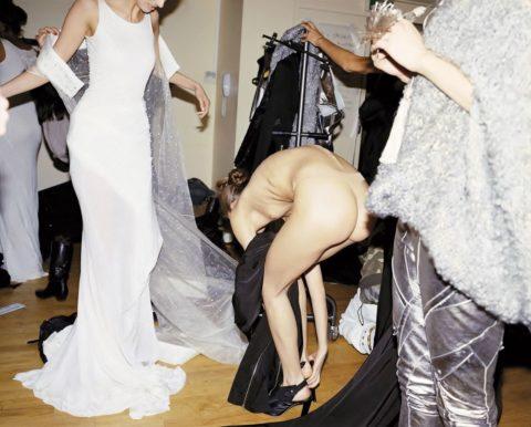 【全裸だらけ】ファッションショーの舞台裏とか撮っていいの?って画像集(30枚)・26枚目