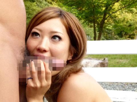 【野外フェラ】男「おい、ここでしゃぶれ」女「はい…」って画像集(30枚)・26枚目