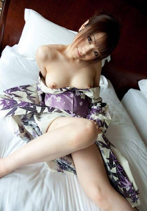 最も日本的だけどリアルではめったに見れない和服のエロ画像集(30枚)・27枚目