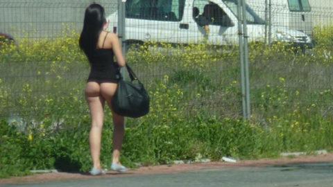 【画像あり】海外の売春婦の客の取り方が攻めすぎてる件wwwwwwwwwwwwww・28枚目