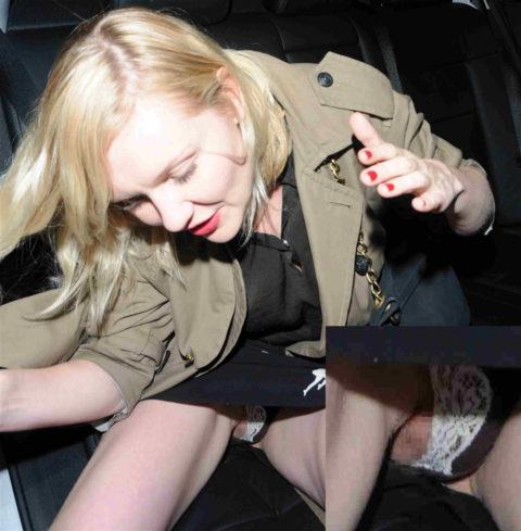 セレブたちが車から降りるときにパパラッチに気を付けなければいけない理由・・・(画像25枚)・25枚目