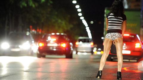 【画像あり】海外の売春婦の客の取り方が攻めすぎてる件wwwwwwwwwwwwww・29枚目