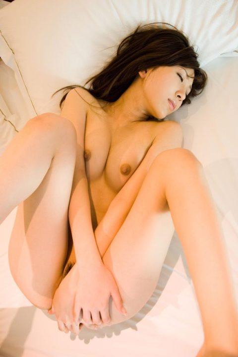 全裸に手パンツしてる女の挿入したい感は異常wwwwwwwwwwwwww(画像30枚)・3枚目