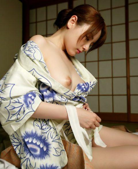 最も日本的だけどリアルではめったに見れない和服のエロ画像集(30枚)・3枚目