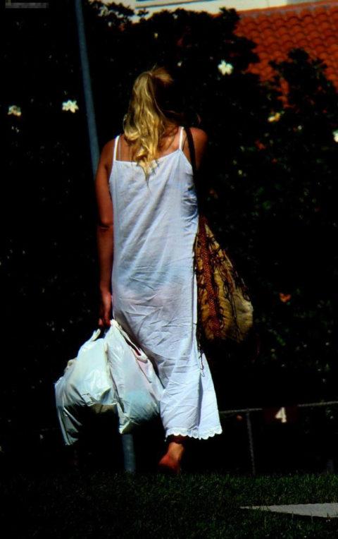 【街撮り】つい後をつけたくなる下着スケスケ女子の画像集(30枚)・5枚目