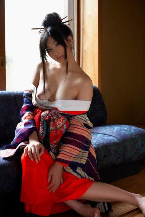 最も日本的だけどリアルではめったに見れない和服のエロ画像集(30枚)・5枚目