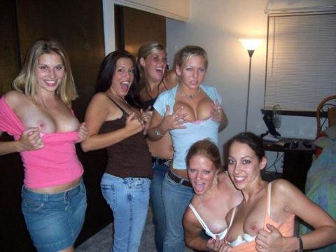 【黒歴史】酒に酔った勢いで脱いでパシャリwww→SNSにうpしちゃった女子会の画像集(30枚)・7枚目