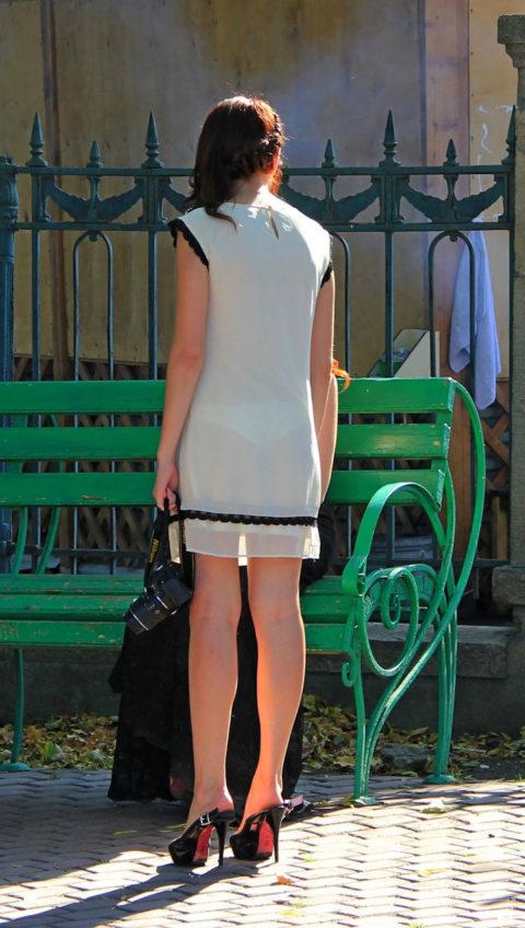 【街撮り】つい後をつけたくなる下着スケスケ女子の画像集(30枚)・8枚目