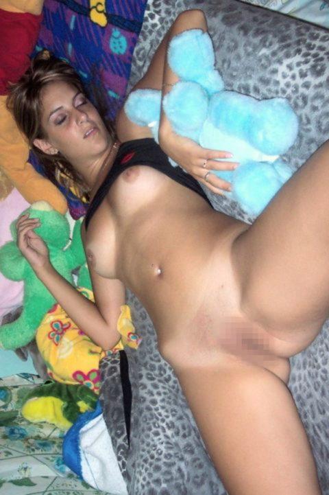 【ドン引き】セックス後にこの状態で寝る女wwwwwwwww(画像30枚)・11枚目