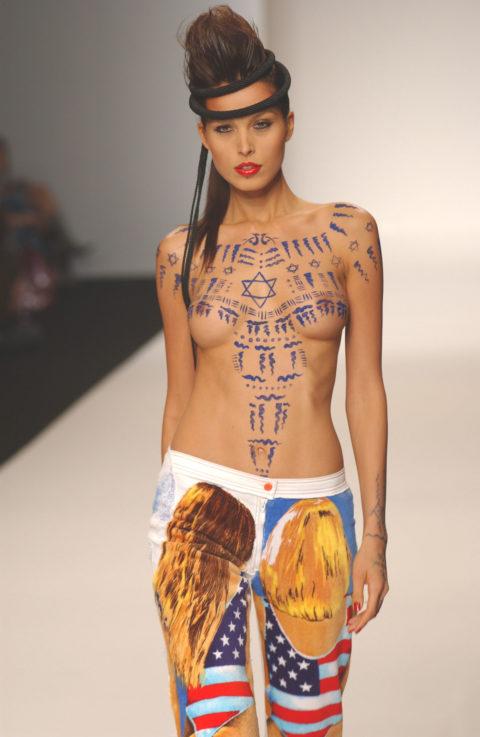 【乳首大量】ファッションショーでも十分抜けることがよく分かる画像集(30枚)・13枚目