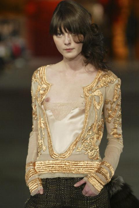 【乳首大量】ファッションショーでも十分抜けることがよく分かる画像集(30枚)・14枚目