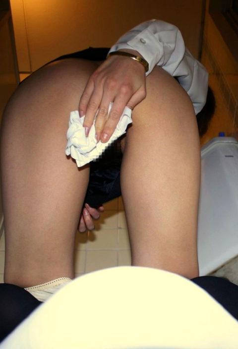 """""""オシッコ後に女の子がティッシュでマンコを拭いてる姿""""フェチさん集合!!!!!(画像26枚)・15枚目"""