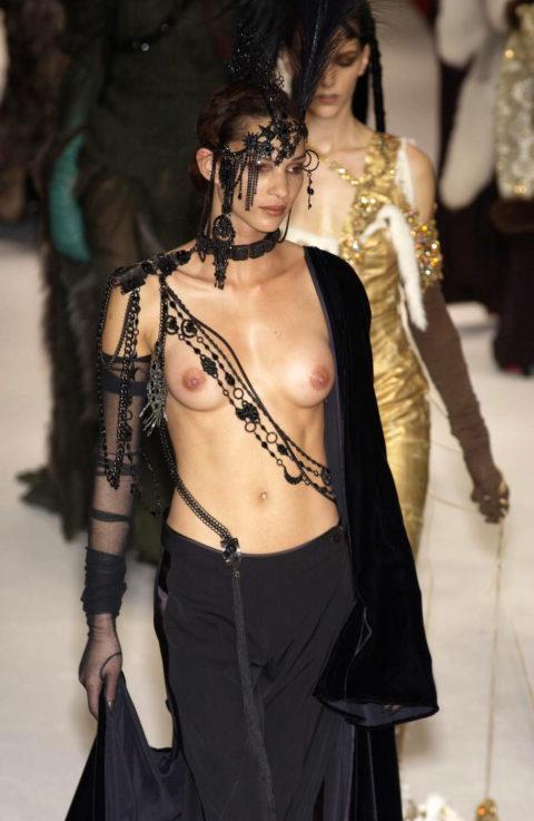 【乳首大量】ファッションショーでも十分抜けることがよく分かる画像集(30枚)・20枚目
