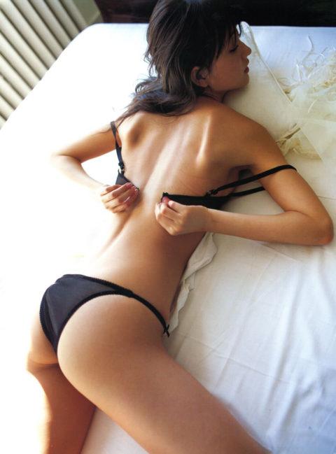 女が初めてブラを取る瞬間の緊張感wwwwwwwww(画像30枚)・20枚目