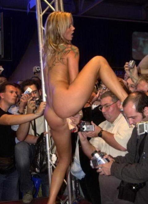 【ストリップ】男って女のマンコを撮るためにここまで必死になるんだぜ?(画像26枚)・23枚目
