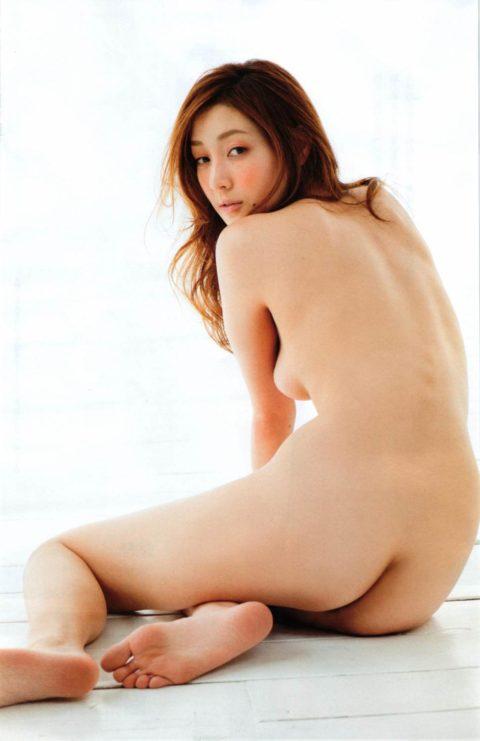 【意外】生尻までOKな芸能人のセミヌード画像集・23枚目