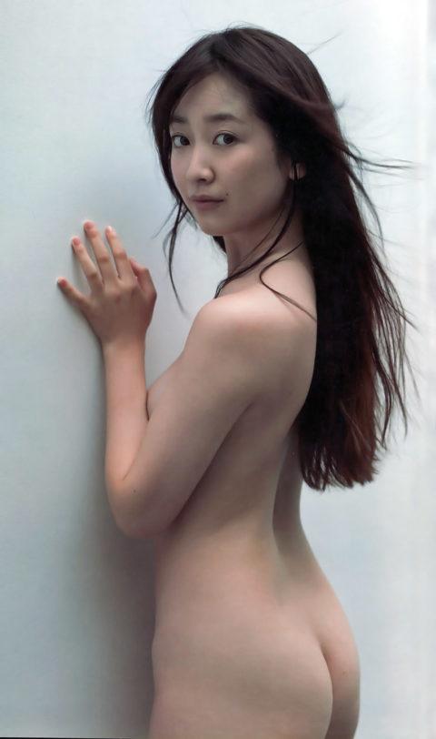 【意外】生尻までOKな芸能人のセミヌード画像集・18枚目