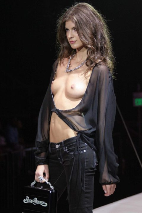 【乳首大量】ファッションショーでも十分抜けることがよく分かる画像集(30枚)・26枚目