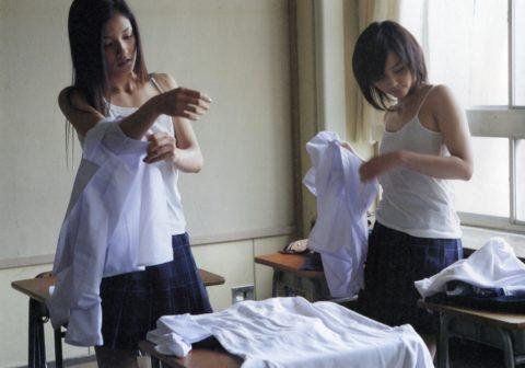 教室で着替えるJKのシコリティの高さは異常・・・(画像30枚)・26枚目