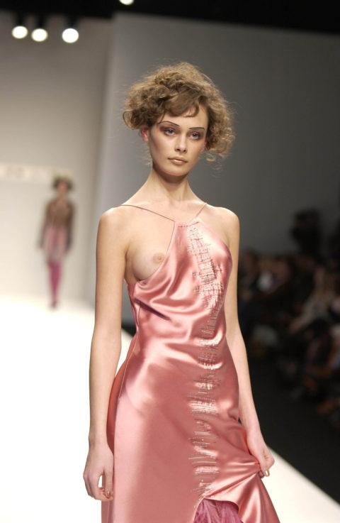 【乳首大量】ファッションショーでも十分抜けることがよく分かる画像集(30枚)・7枚目