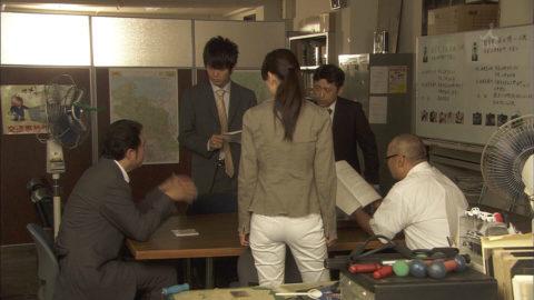 【パンティライン】男はなぜかこれに興奮するっていう不思議(TVキャプ画像30枚)・8枚目