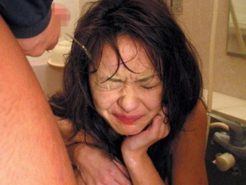 【オシッコ】小便を女にひっかけるのってやっぱ気持ちいいんかな???(画像22枚)