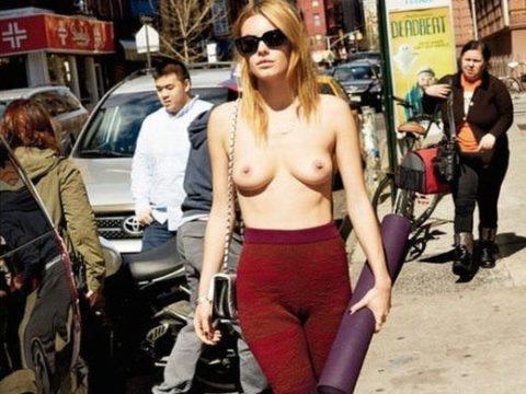 【朗報】欧州で「乳出しファッション」が流行の兆し、こいつ等もう何でもアリかよwwwwwwwwww(画像あり)