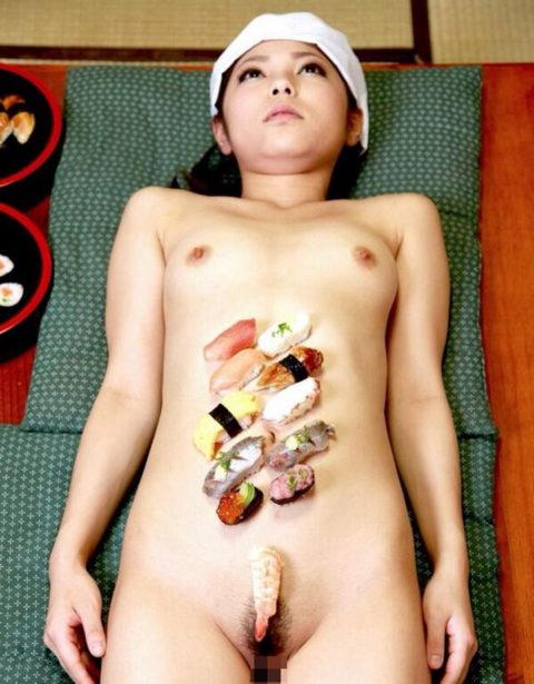 バブルの匂いがプンプンする女体盛りのエロ画像集(30枚)・1枚目