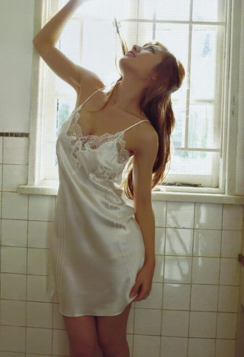 【画像あり】こんな感じで誘惑してくる嫁ならぜひ欲しいんだが・・・・10枚目