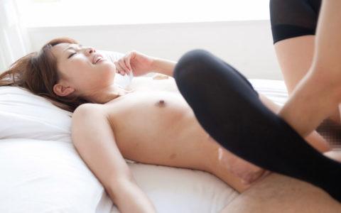 ニーソ穿いてる彼女とのセックスで脱がせる奴なんているの???(画像30枚)・11枚目