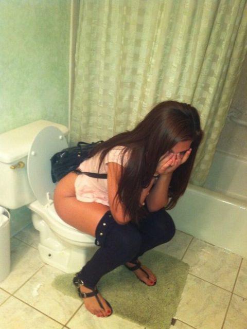 【画像26枚】女がトイレ中に扉開けてやった結果wwwwwwwwwwwww・12枚目