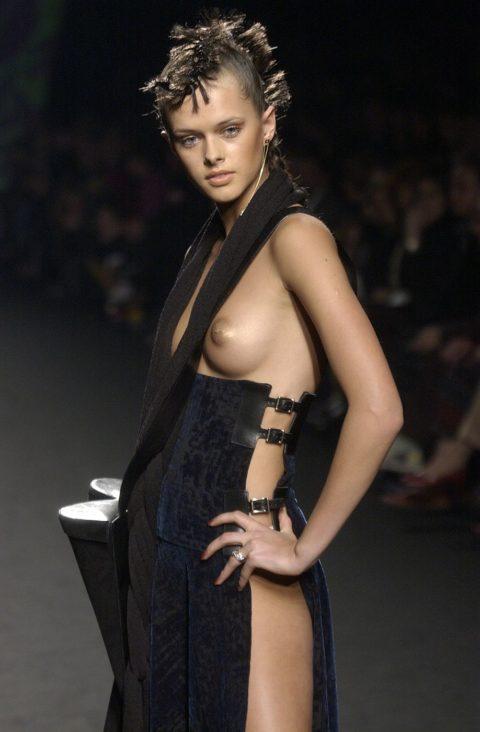 【ファッションショー】スーパーモデルのお姉さん、乳首ビンビンやないか・・・(画像あり)・14枚目