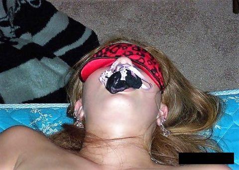 自分のパンティを口に突っ込まれてる女の画像ください(25枚)・12枚目