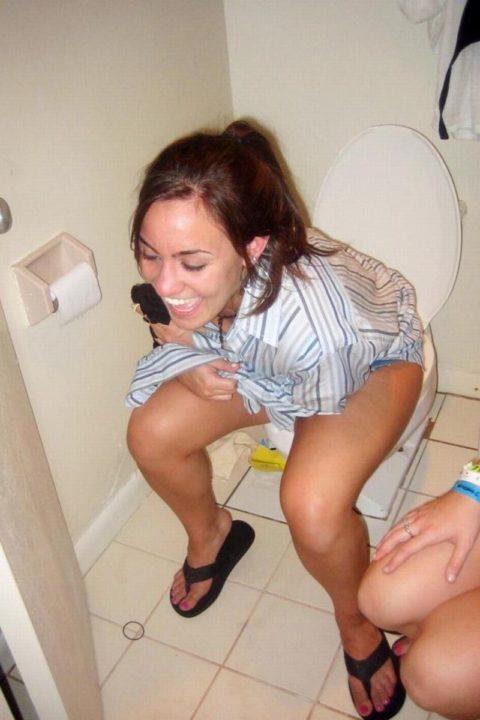 【画像26枚】女がトイレ中に扉開けてやった結果wwwwwwwwwwwww・15枚目