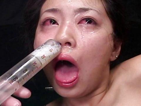 【画像あり】女の鼻の穴にザーメン注入した結果wwwwwwwwwwwww