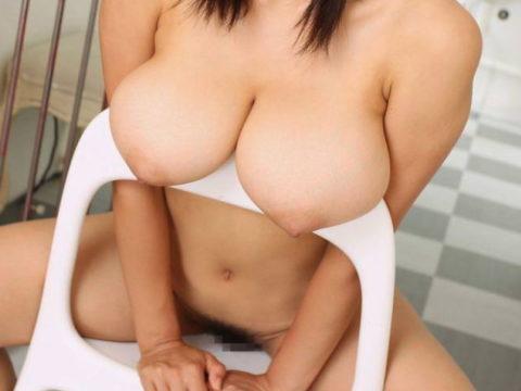 【巨乳】乗せ乳をしながら見つめてくるあざといお姉さんたち・・・(画像30枚)・1枚目