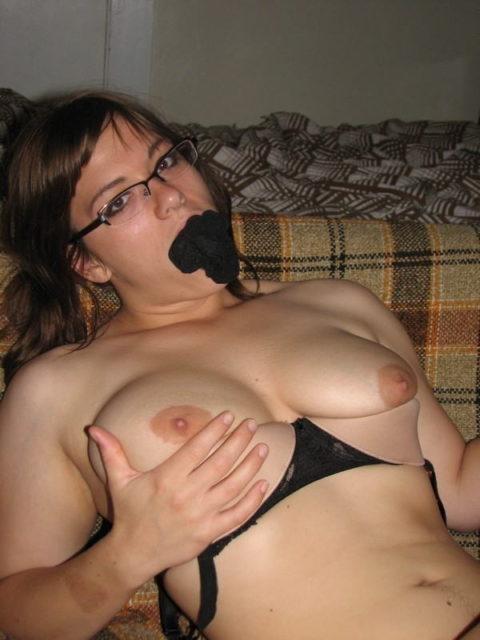 自分のパンティを口に突っ込まれてる女の画像ください(25枚)・16枚目