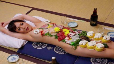 バブルの匂いがプンプンする女体盛りのエロ画像集(30枚)・3枚目