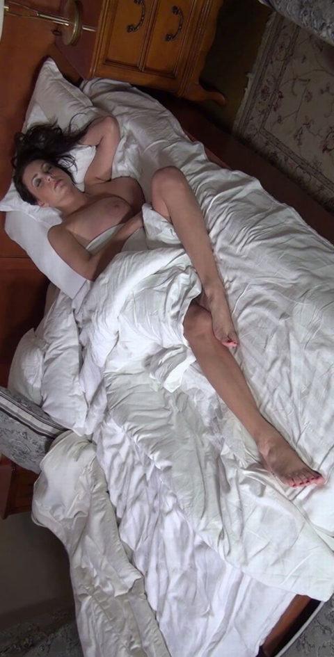 セックス後に幸せ気分で寝ちゃった女性たちの画像集(30枚)・23枚目