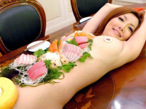 バブルの匂いがプンプンする女体盛りのエロ画像集(30枚)・25枚目