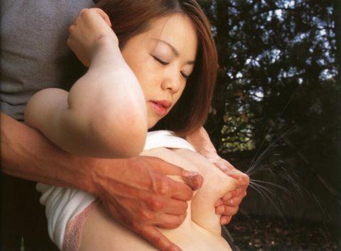 乳汁ブッシャー!ってなってる母乳エロ画像集(30枚)・26枚目