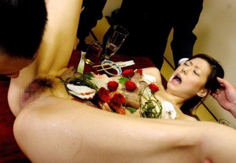 バブルの匂いがプンプンする女体盛りのエロ画像集(30枚)・27枚目