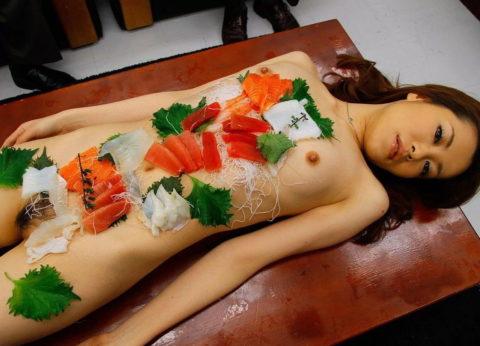 バブルの匂いがプンプンする女体盛りのエロ画像集(30枚)・29枚目