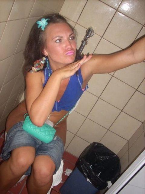 【画像26枚】女がトイレ中に扉開けてやった結果wwwwwwwwwwwww・3枚目