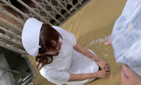 【オシッコ】小便を女にひっかけるのってやっぱ気持ちいいんかな???(画像22枚)・6枚目
