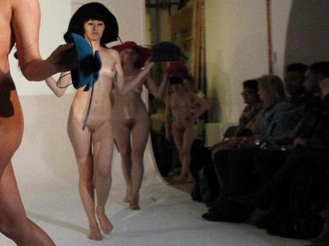 【ファッションショー】スーパーモデルのお姉さん、乳首ビンビンやないか・・・(画像あり)・7枚目