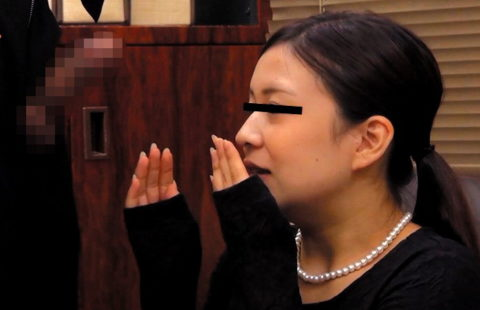 フル勃起チンコを見た女性たちの素直なリアクションwwwwwwwwww(画像30枚)・8枚目