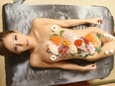バブルの匂いがプンプンする女体盛りのエロ画像集(30枚)・9枚目