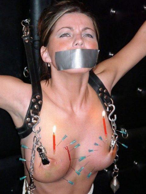 「乳首調教中」のまんさん、何とも言えない顔しとるwwwwww(画像)・31枚目
