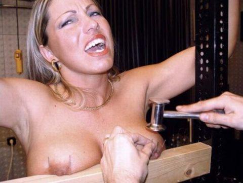 「乳首調教中」のまんさん、何とも言えない顔しとるwwwwww(画像)・44枚目